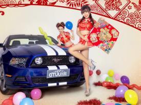 美女车模新年送福